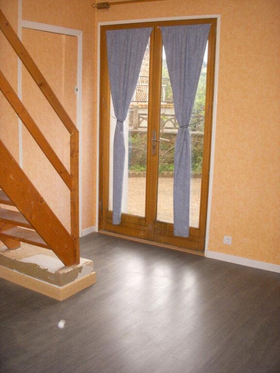 Appartement à louer 3 49m2 à Saint-Alban-les-Eaux vignette-2