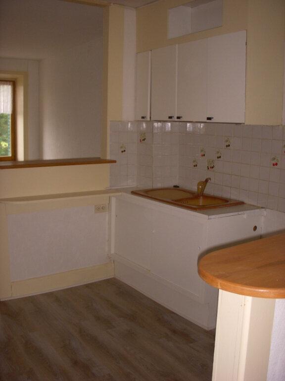Appartement à louer 3 49m2 à Saint-Alban-les-Eaux vignette-3
