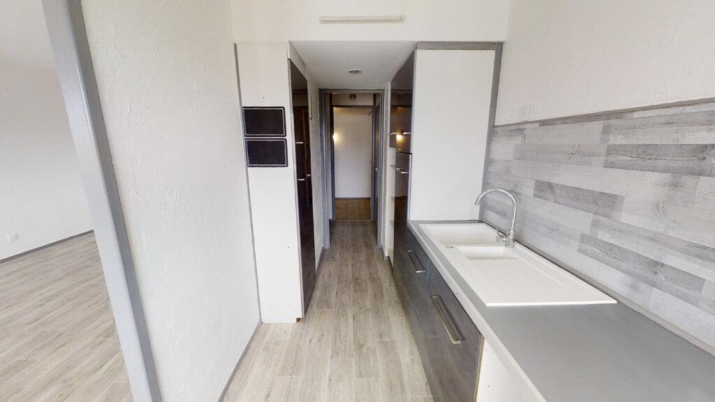 Appartement à louer 2 67.14m2 à Roanne vignette-2