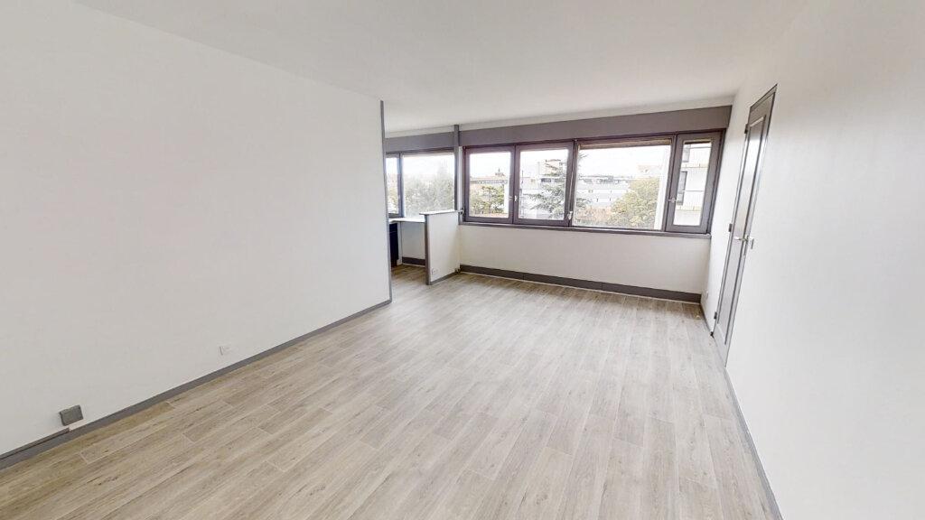 Appartement à louer 2 67.14m2 à Roanne vignette-3