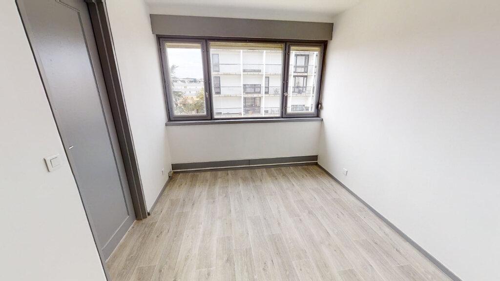 Appartement à louer 2 67.14m2 à Roanne vignette-5
