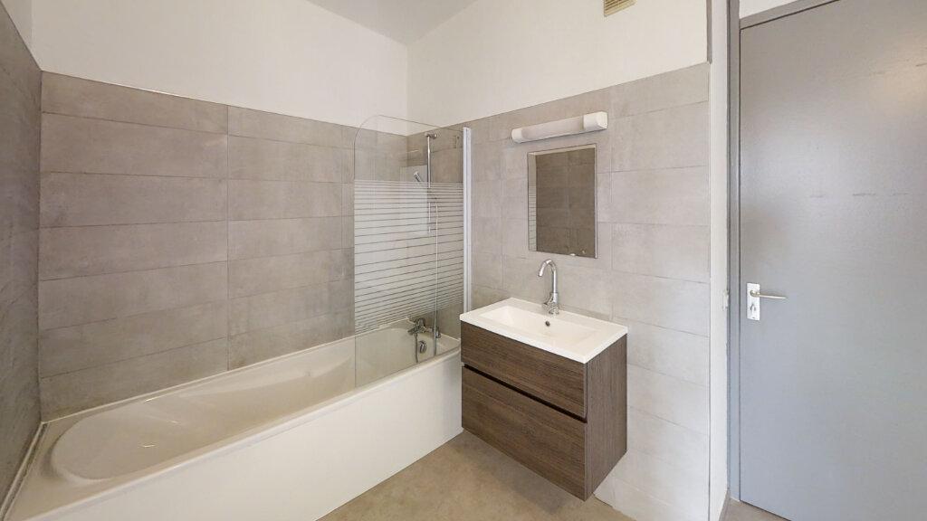 Appartement à louer 2 67.14m2 à Roanne vignette-6