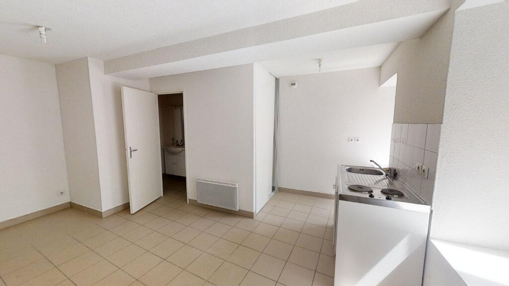 Appartement à louer 1 20.83m2 à Roanne vignette-2