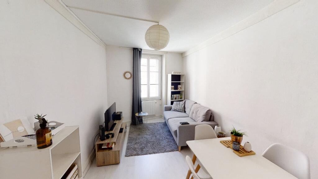 Appartement à louer 2 43m2 à Roanne vignette-1