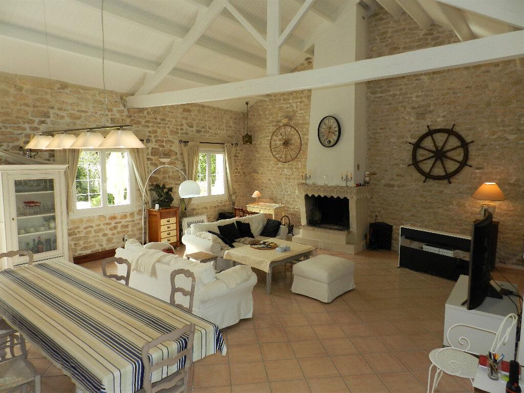 Maison à vendre 5 160m2 à Saint-Pierre-d'Oléron vignette-2