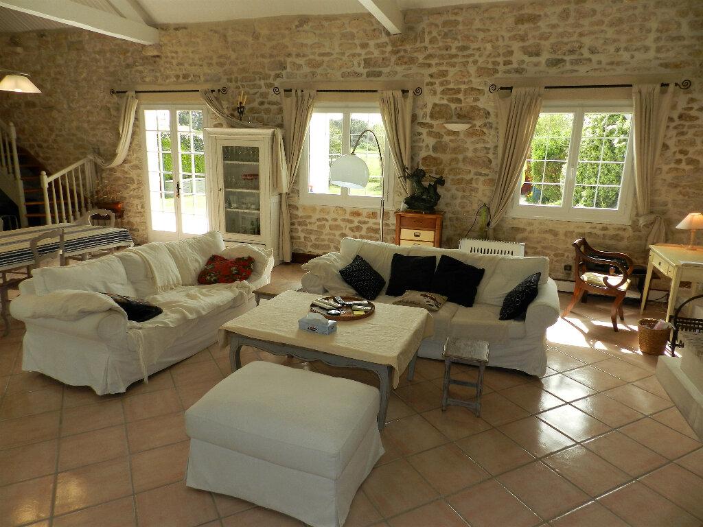 Maison à vendre 5 160m2 à Saint-Pierre-d'Oléron vignette-3