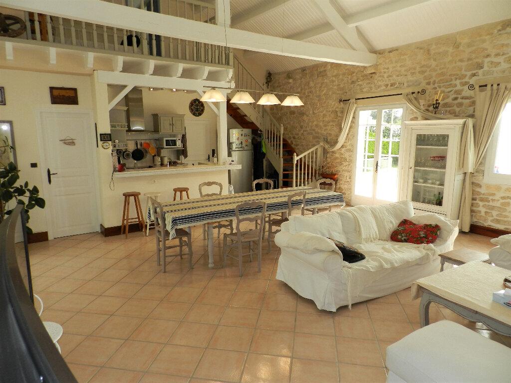 Maison à vendre 5 160m2 à Saint-Pierre-d'Oléron vignette-5