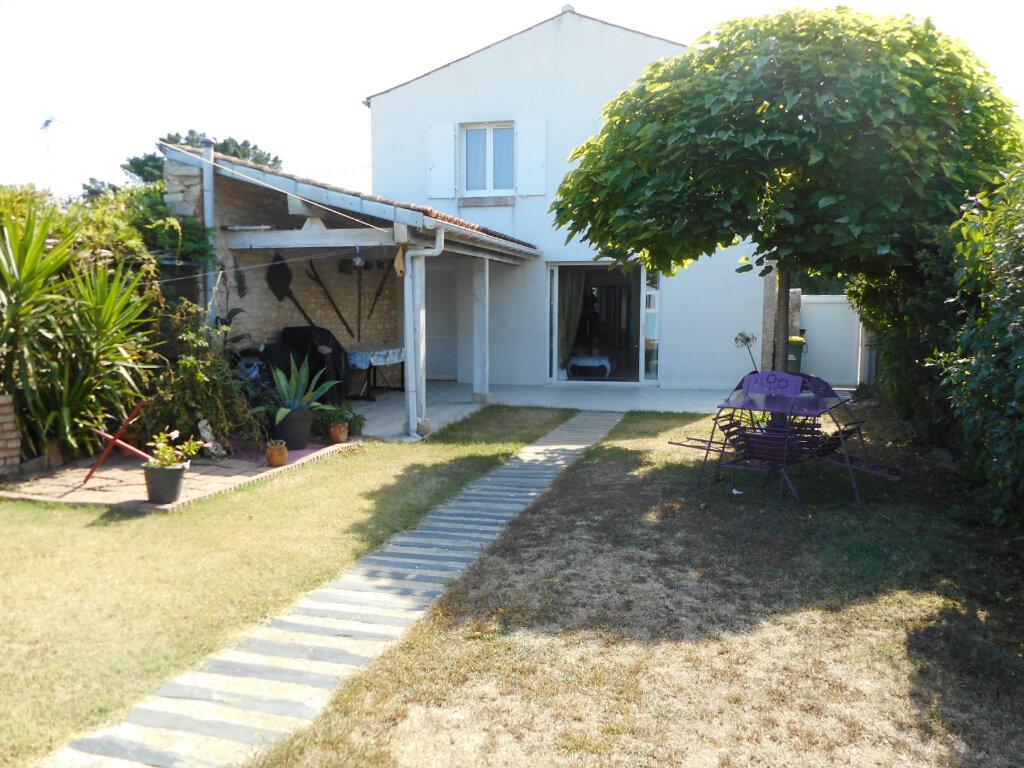 Maison à vendre 5 110m2 à Saint-Pierre-d'Oléron vignette-1