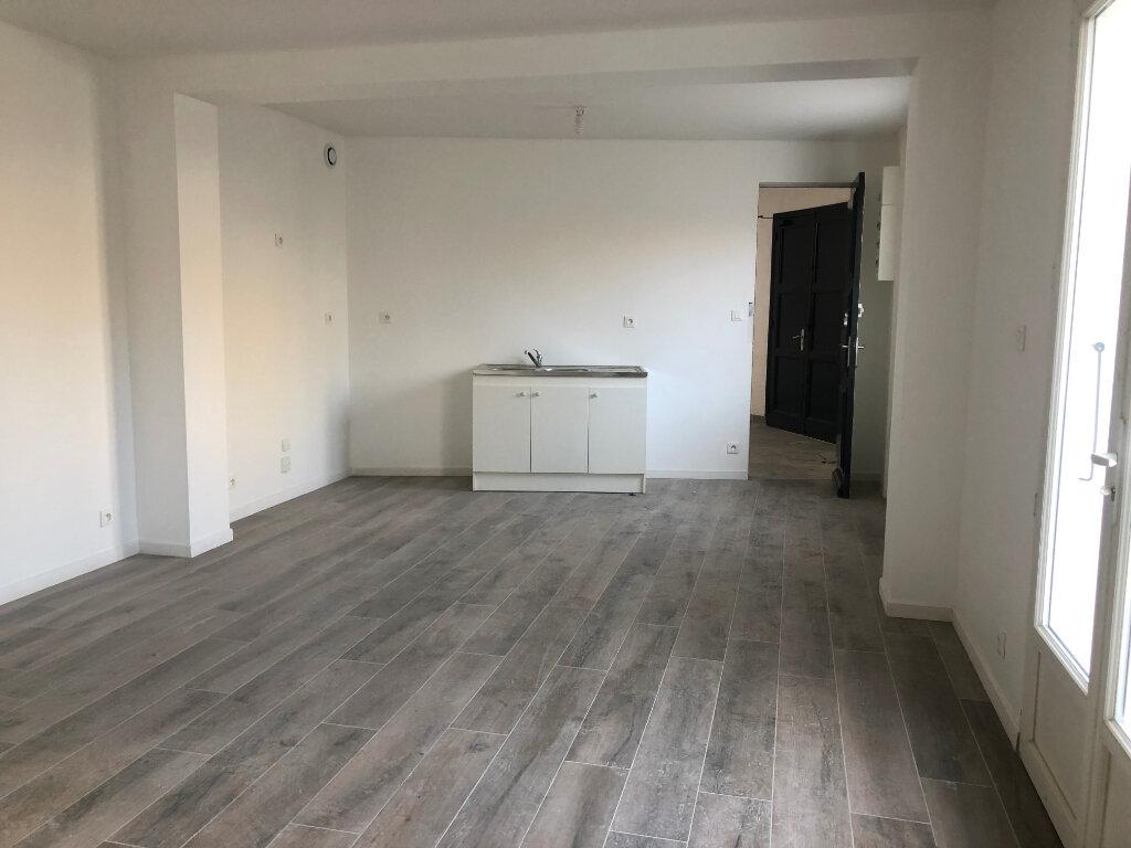 Appartement à vendre 4 68.88m2 à Saint-Pierre-d'Oléron vignette-2