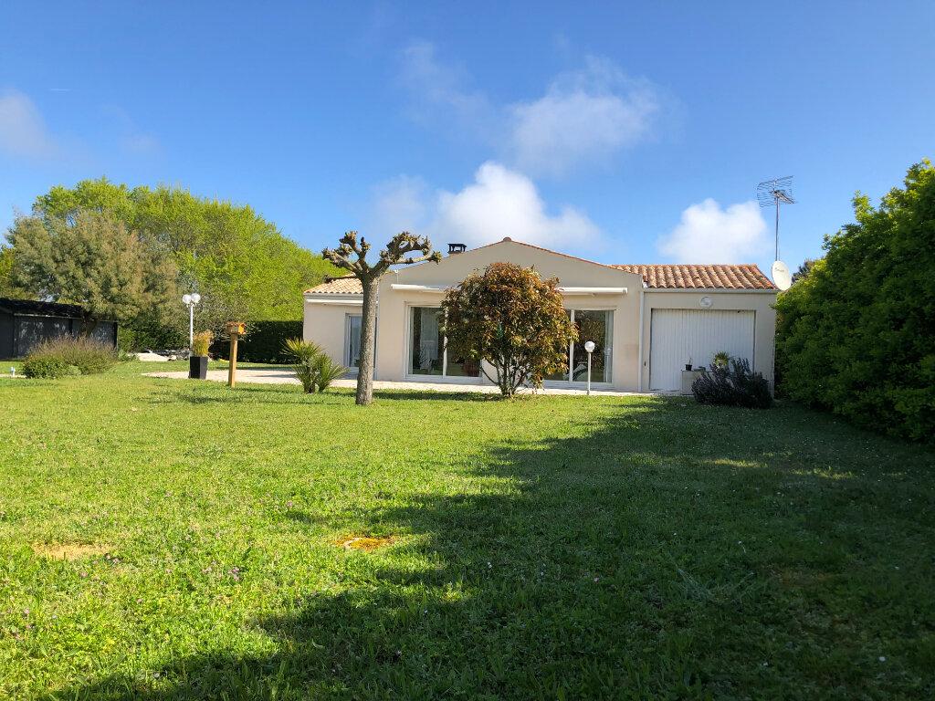Maison à vendre 5 125m2 à Saint-Pierre-d'Oléron vignette-1