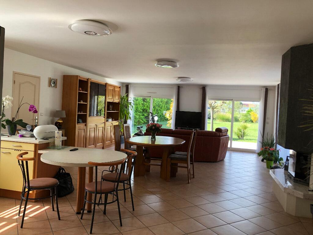 Maison à vendre 5 125m2 à Saint-Pierre-d'Oléron vignette-2