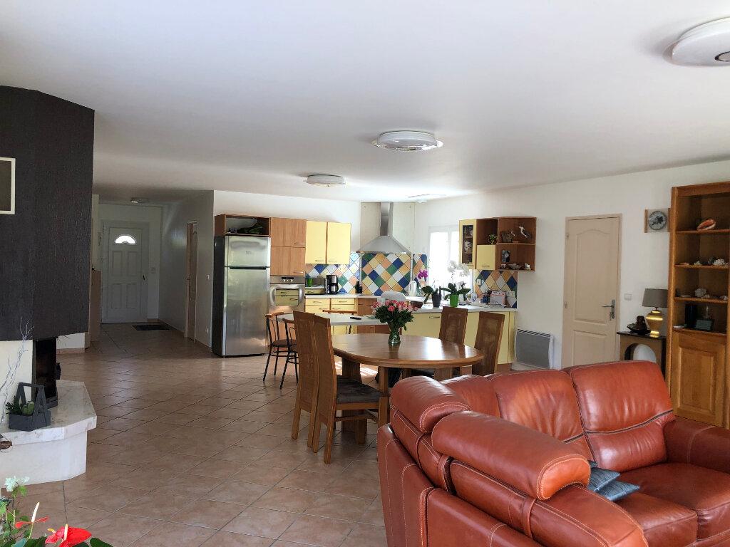 Maison à vendre 5 125m2 à Saint-Pierre-d'Oléron vignette-3