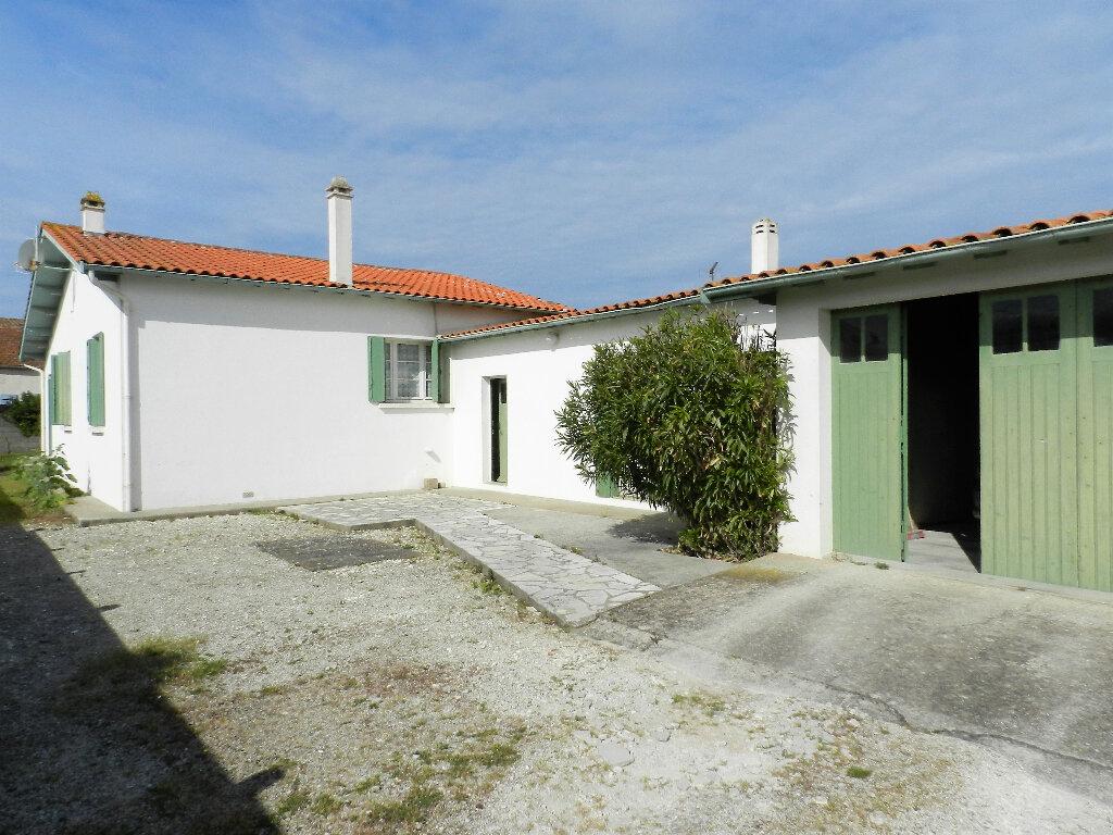 Maison à vendre 6 105m2 à Saint-Pierre-d'Oléron vignette-2