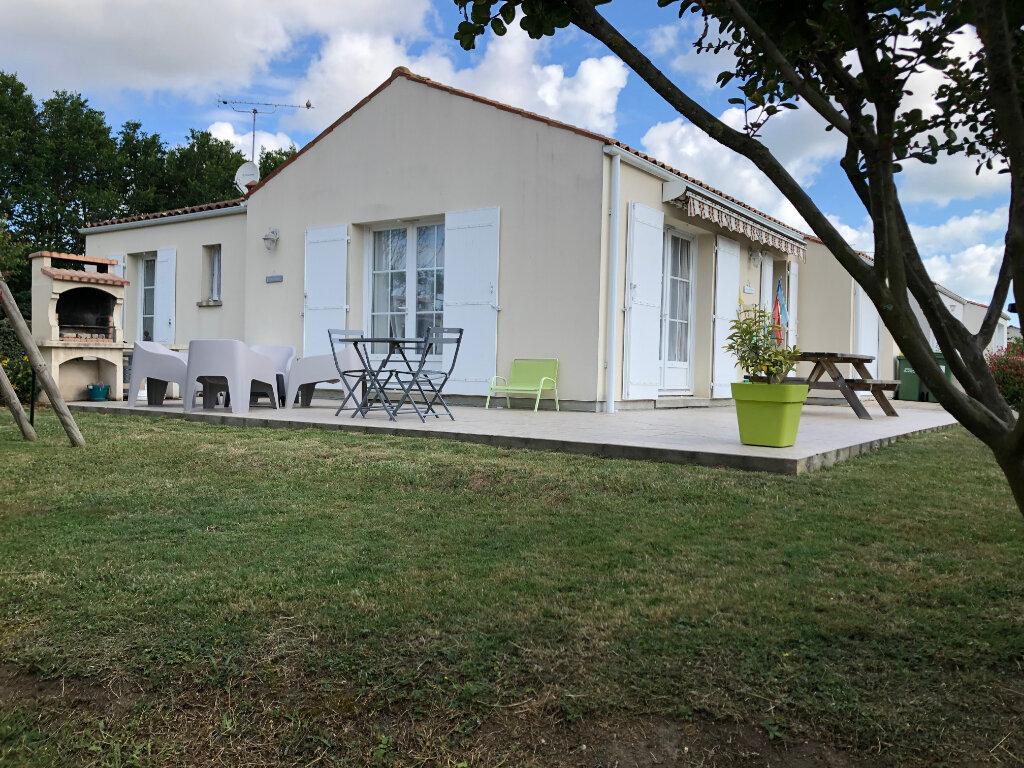 Maison à vendre 3 69m2 à Saint-Pierre-d'Oléron vignette-1