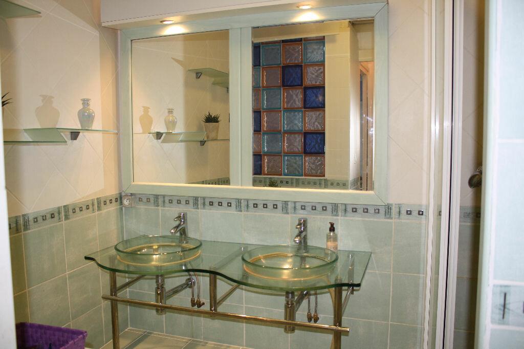 Appartement à vendre 3 58.69m2 à Royan vignette-5