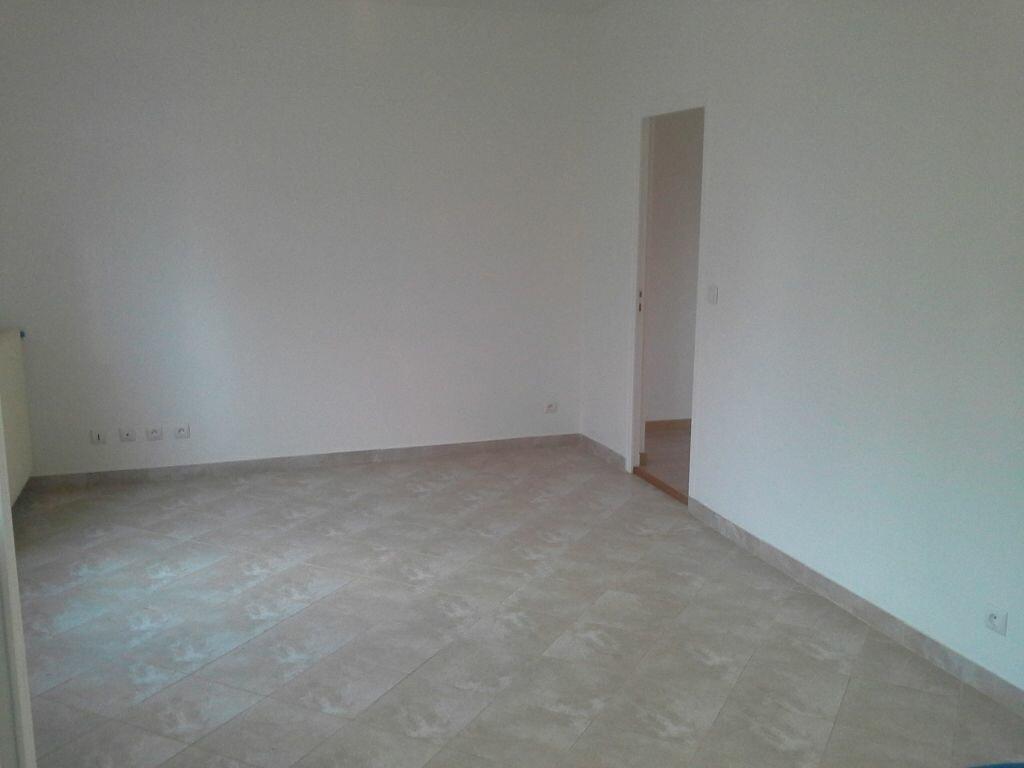 Appartement à louer 3 49m2 à Viry-Châtillon vignette-2