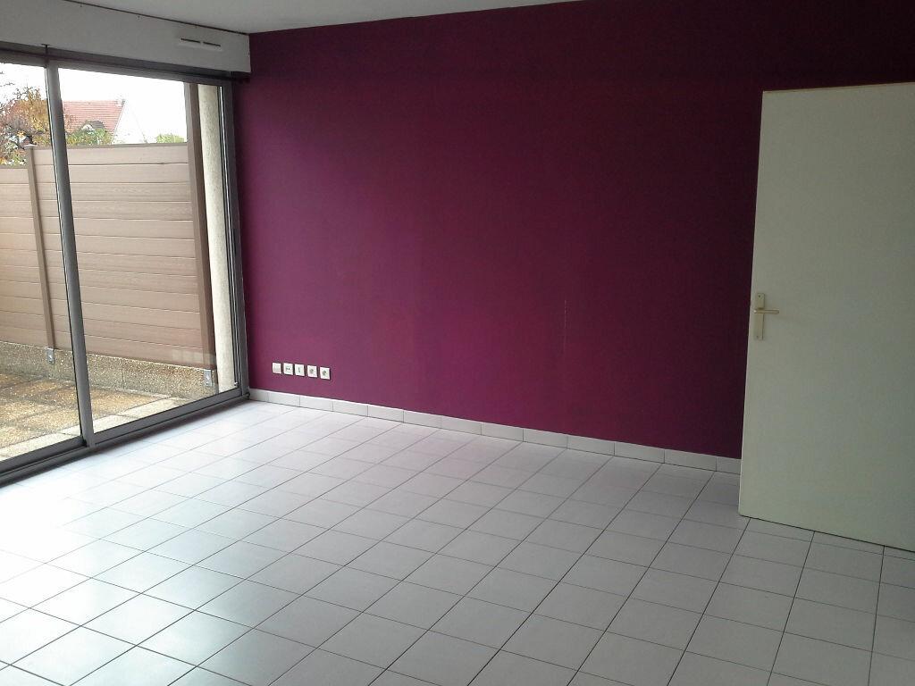 Appartement à louer 2 49m2 à Ris-Orangis vignette-1