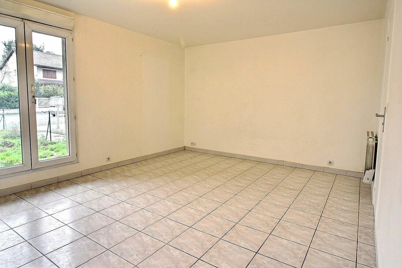 Appartement à louer 1 27m2 à Viry-Châtillon vignette-1