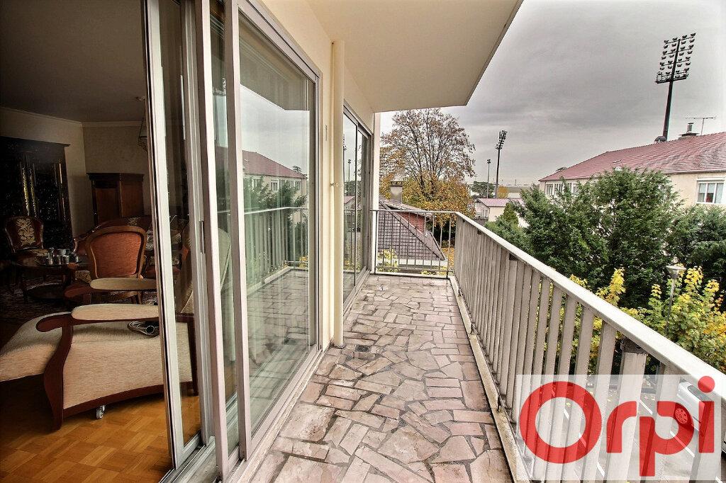 Appartement à vendre 5 122m2 à Viry-Châtillon vignette-2