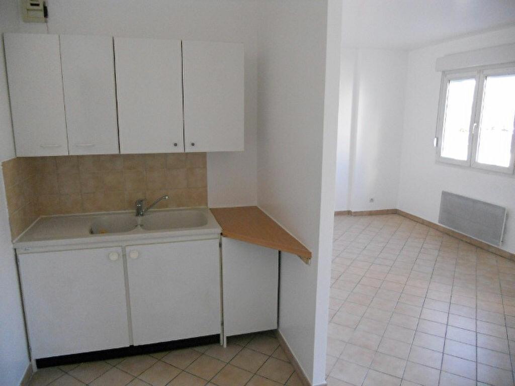 Appartement à louer 1 31.89m2 à Sainte-Geneviève-des-Bois vignette-2