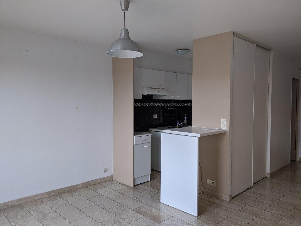 Appartement à louer 2 39.83m2 à Sainte-Geneviève-des-Bois vignette-2