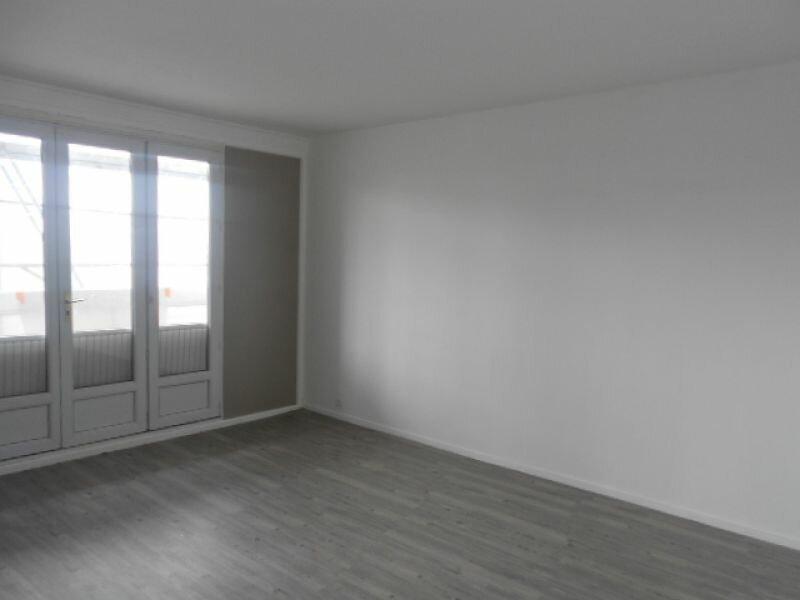 Appartement à louer 4 74m2 à Sainte-Geneviève-des-Bois vignette-2