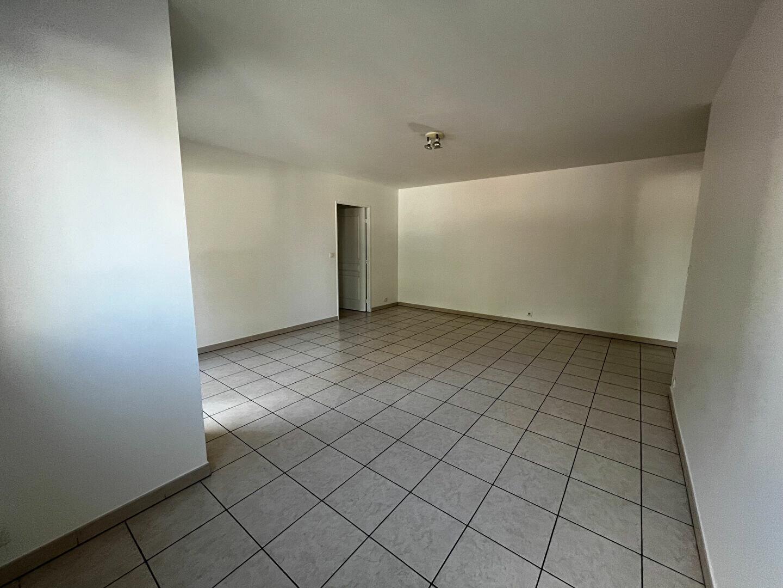 Appartement à louer 3 65.94m2 à Sainte-Geneviève-des-Bois vignette-3
