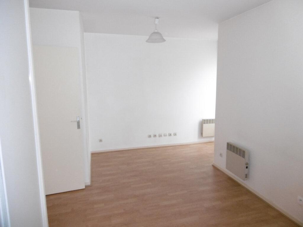 Appartement à louer 1 22.95m2 à Chilly-Mazarin vignette-2