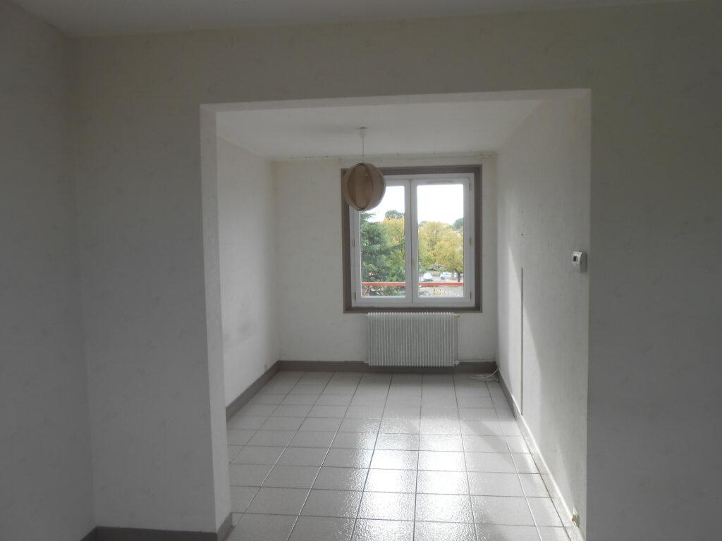 Appartement à louer 4 64.01m2 à Sainte-Geneviève-des-Bois vignette-2
