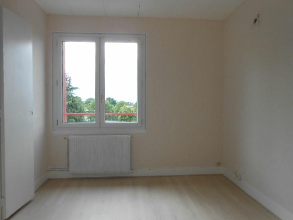 Appartement à louer 4 64.01m2 à Sainte-Geneviève-des-Bois vignette-3
