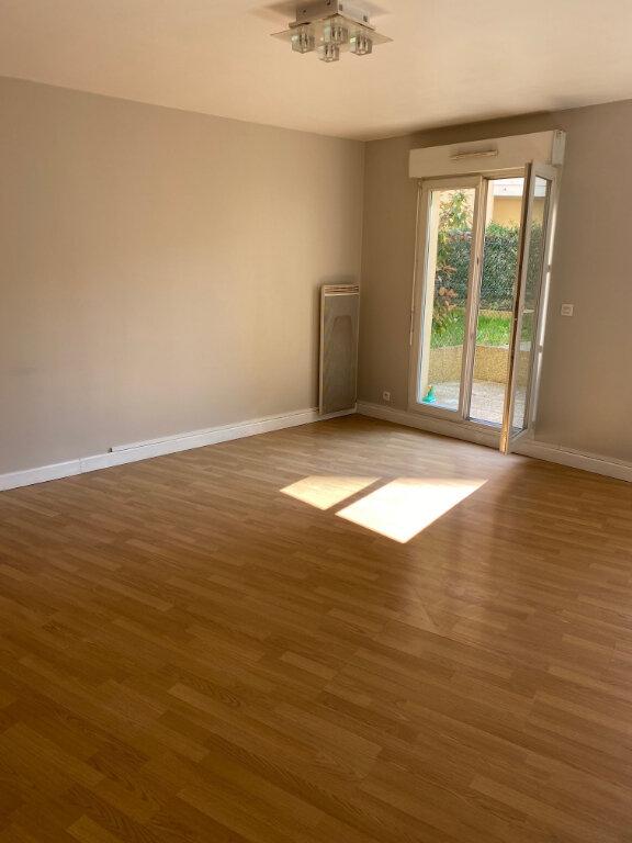 Appartement à louer 2 53.25m2 à Brétigny-sur-Orge vignette-1