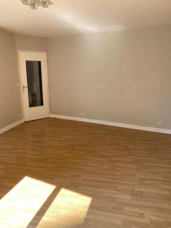 Appartement à louer 2 53.25m2 à Brétigny-sur-Orge vignette-2