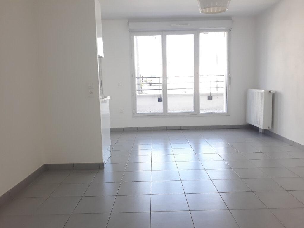 Appartement à louer 2 48.34m2 à Sainte-Geneviève-des-Bois vignette-2