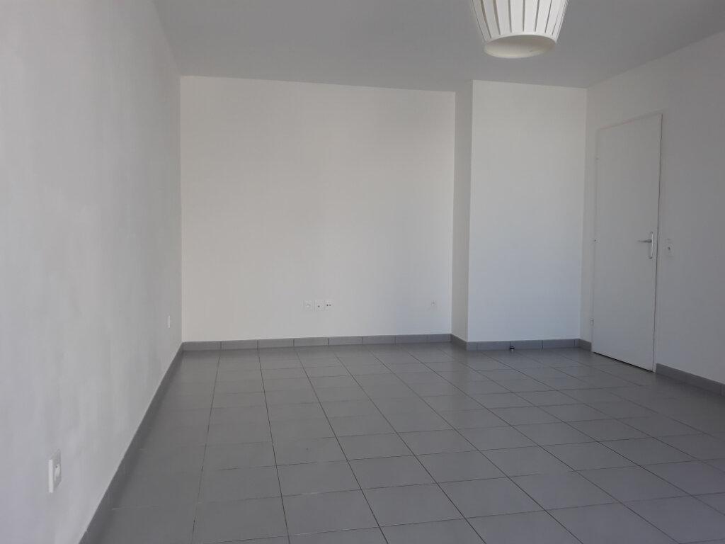 Appartement à louer 2 48.34m2 à Sainte-Geneviève-des-Bois vignette-3