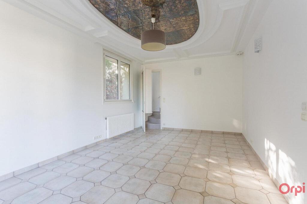 Maison à louer 7 197m2 à Sainte-Geneviève-des-Bois vignette-2