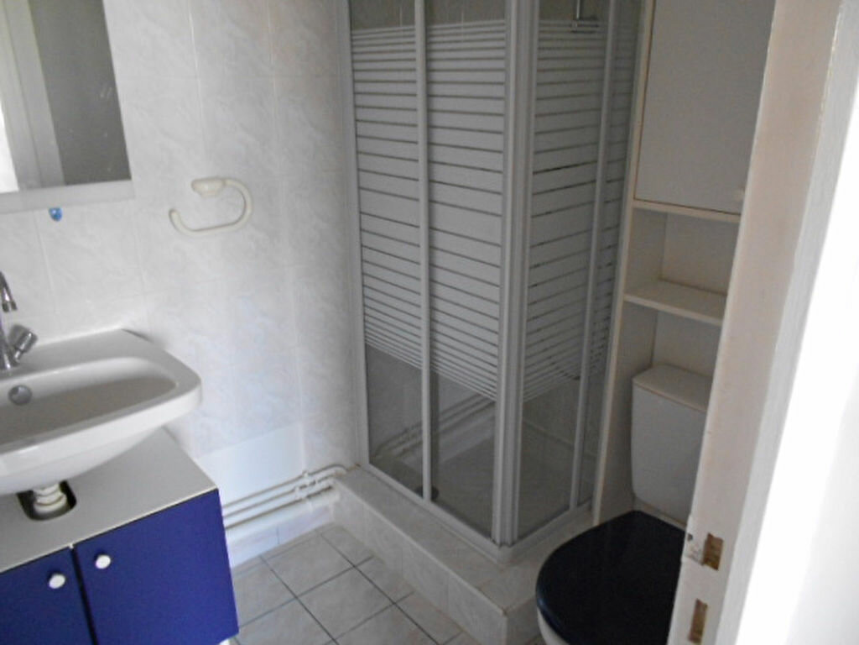 Appartement à louer 2 35.24m2 à Sainte-Geneviève-des-Bois vignette-4