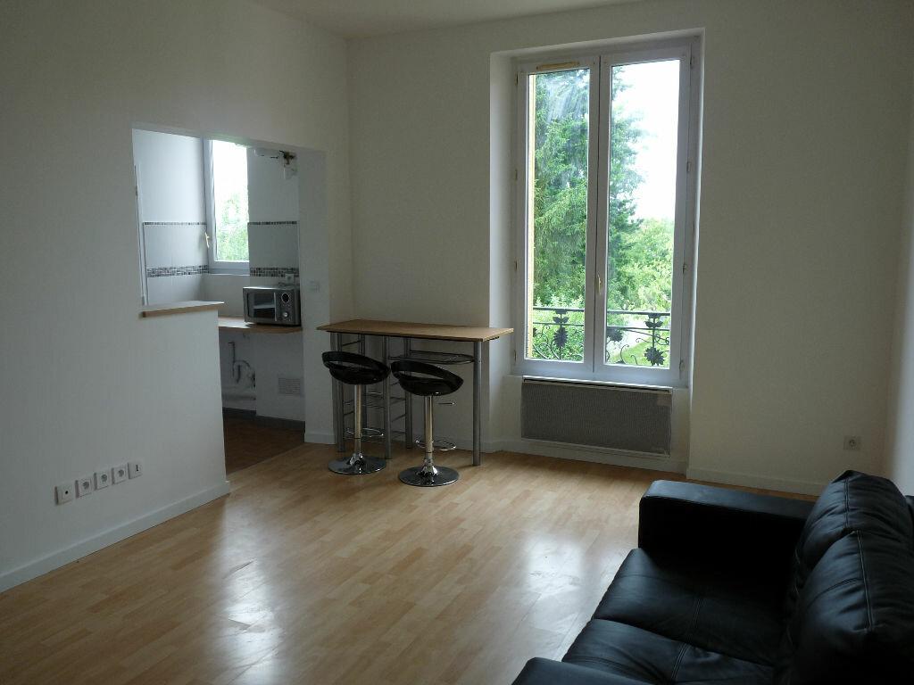 Appartement à louer 1 23.46m2 à Saint-Michel-sur-Orge vignette-1
