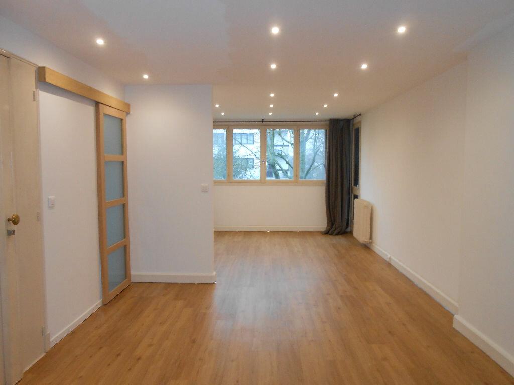 Appartement à louer 4 75.48m2 à Sainte-Geneviève-des-Bois vignette-1