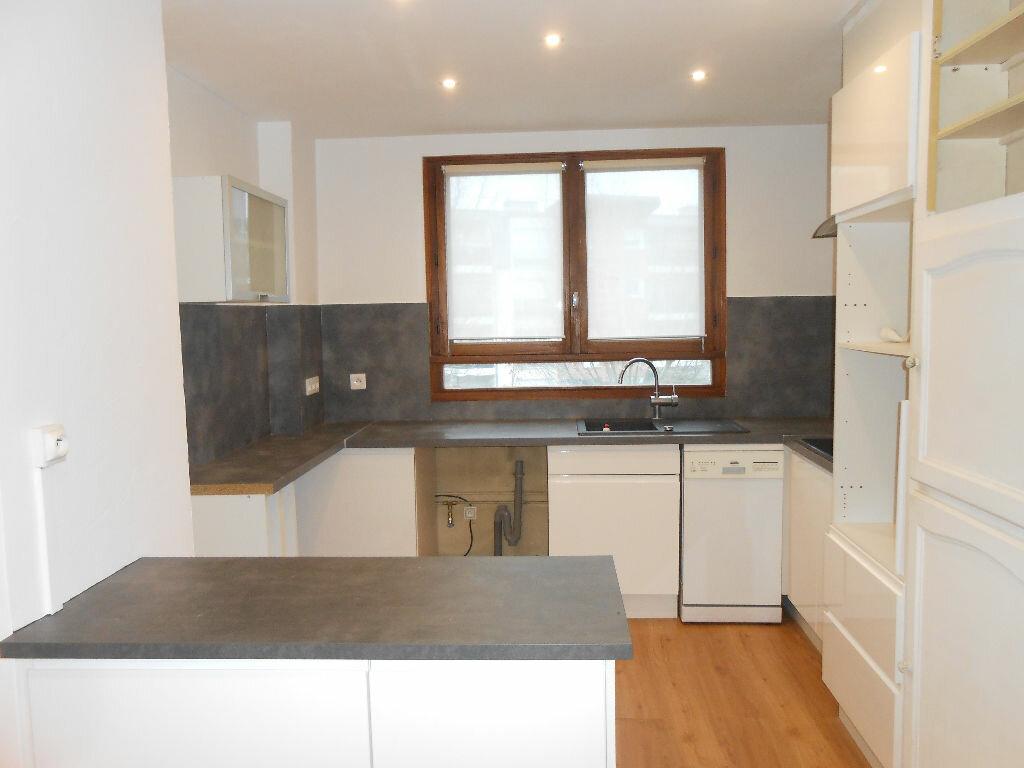 Appartement à louer 4 75.48m2 à Sainte-Geneviève-des-Bois vignette-3