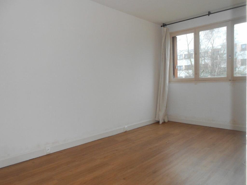 Appartement à louer 4 75.48m2 à Sainte-Geneviève-des-Bois vignette-4