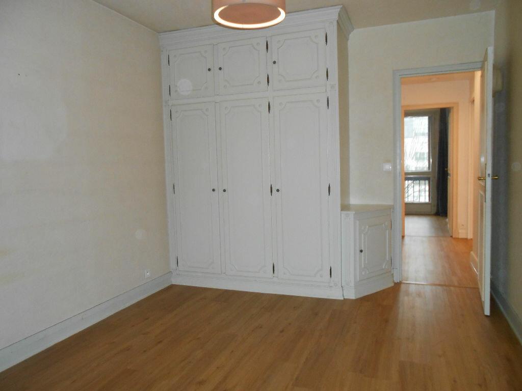 Appartement à louer 4 75.48m2 à Sainte-Geneviève-des-Bois vignette-6