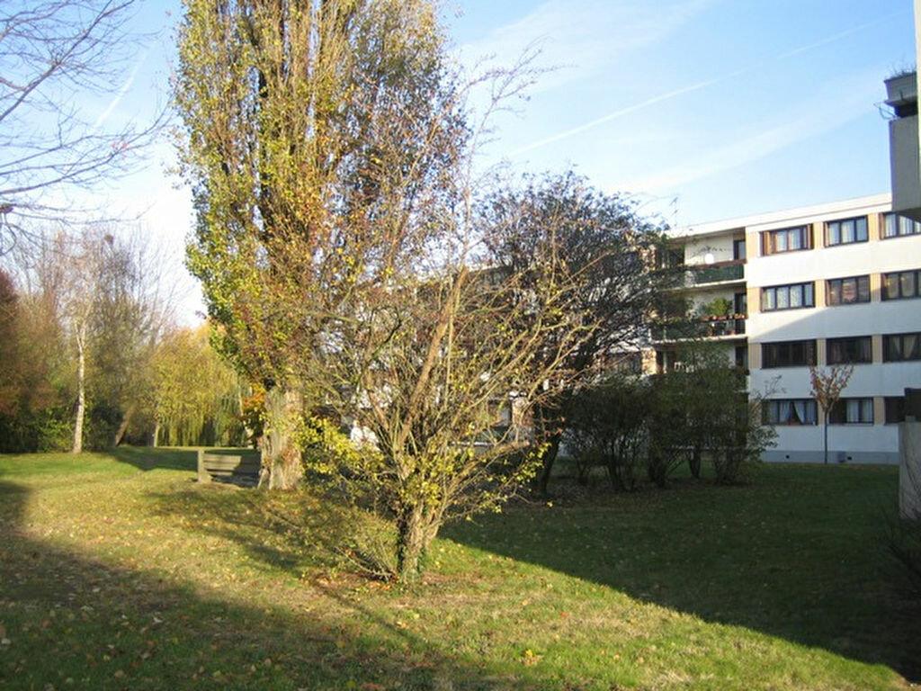 Appartement à louer 4 75.48m2 à Sainte-Geneviève-des-Bois vignette-7
