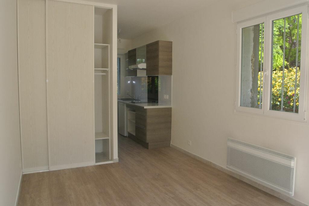 Appartement à louer 1 20.26m2 à Sainte-Geneviève-des-Bois vignette-1