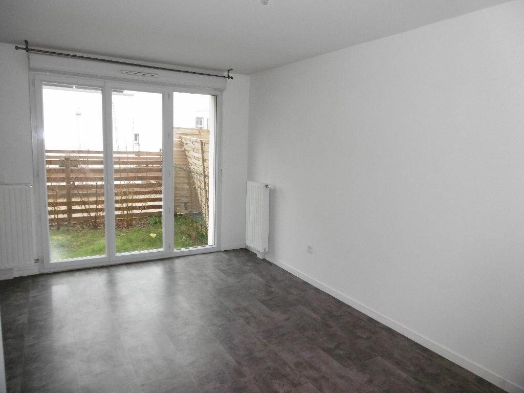 Appartement à louer 2 42.59m2 à Sainte-Geneviève-des-Bois vignette-1