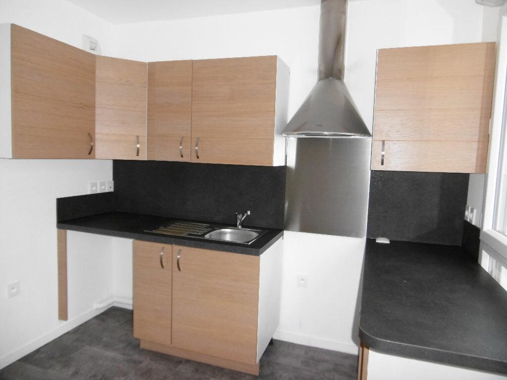 Appartement à louer 2 42.59m2 à Sainte-Geneviève-des-Bois vignette-4