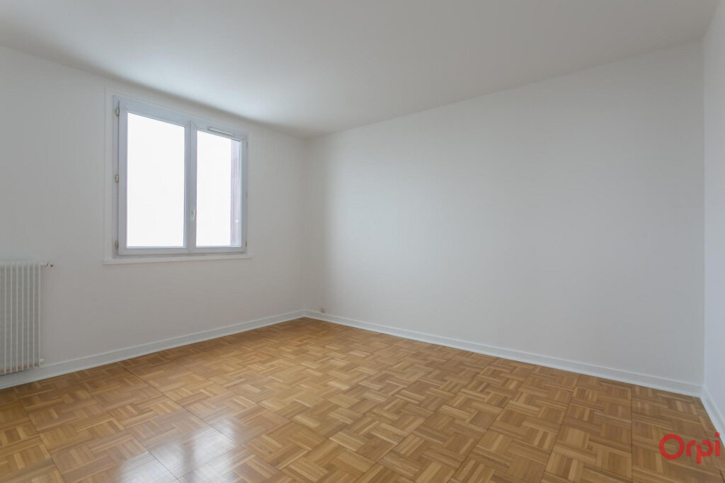 Appartement à louer 4 80.93m2 à Sainte-Geneviève-des-Bois vignette-6