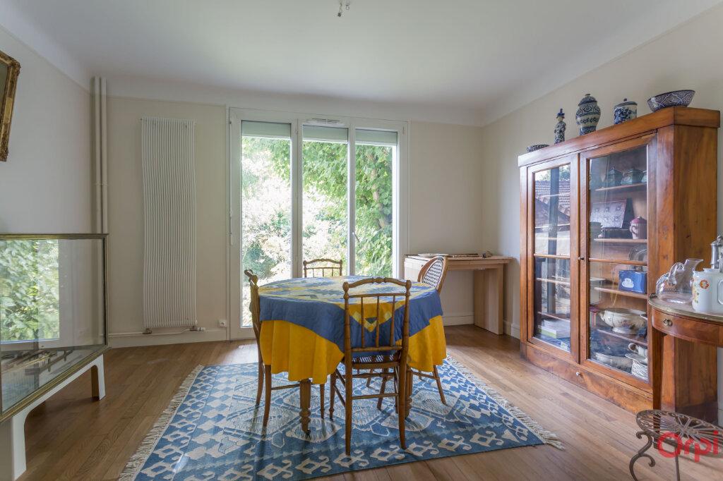 Maison à louer 7 132.21m2 à Sainte-Geneviève-des-Bois vignette-2