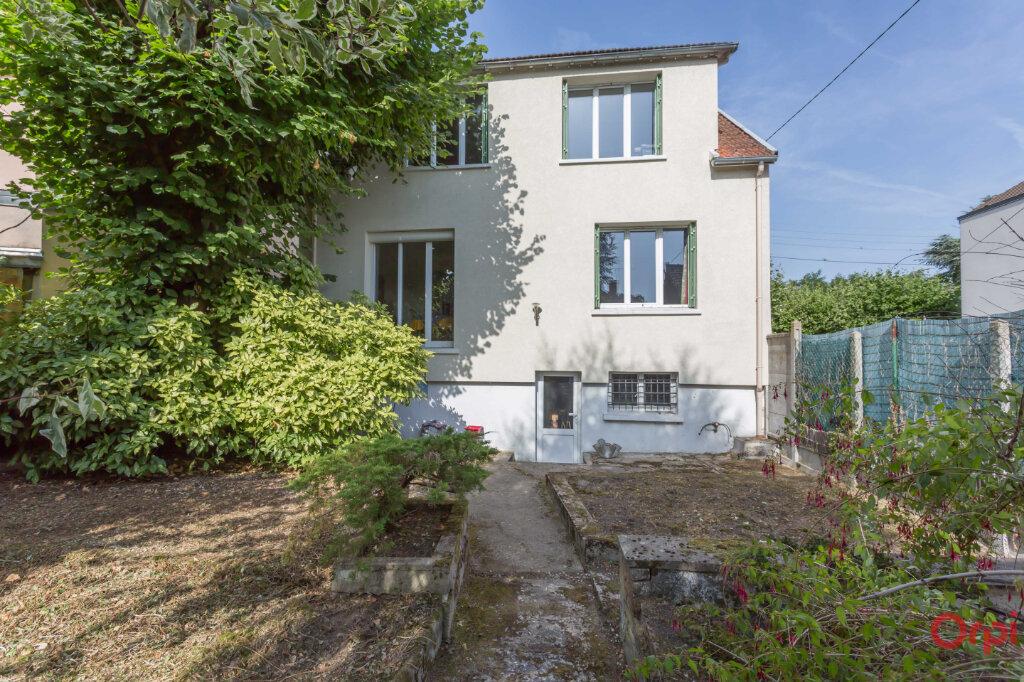 Maison à louer 7 132.21m2 à Sainte-Geneviève-des-Bois vignette-6