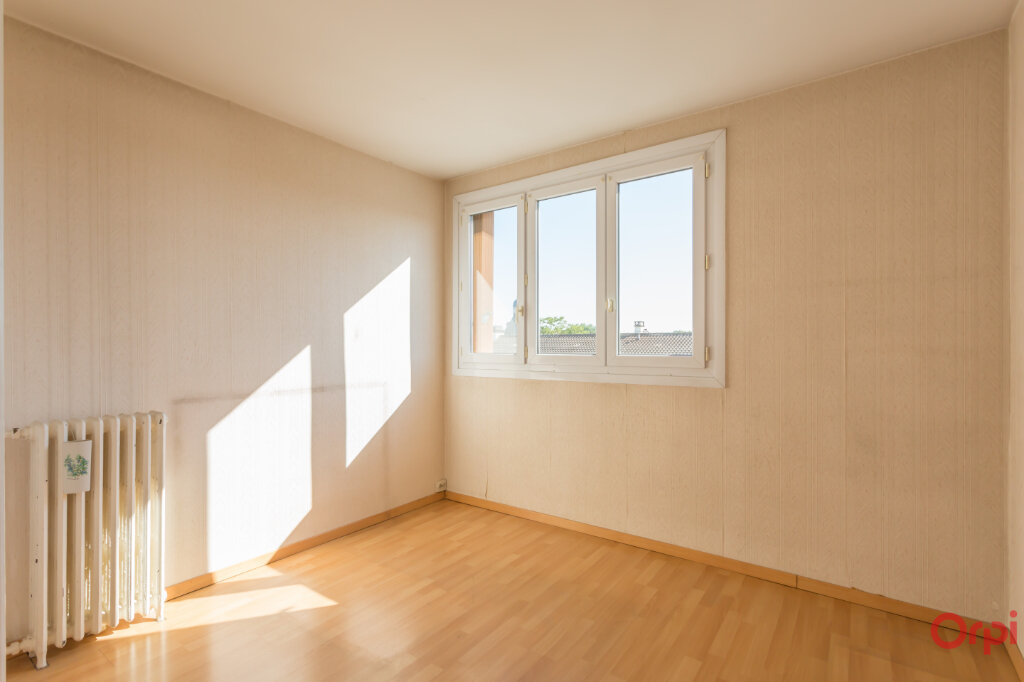 Appartement à vendre 4 80m2 à Sainte-Geneviève-des-Bois vignette-4