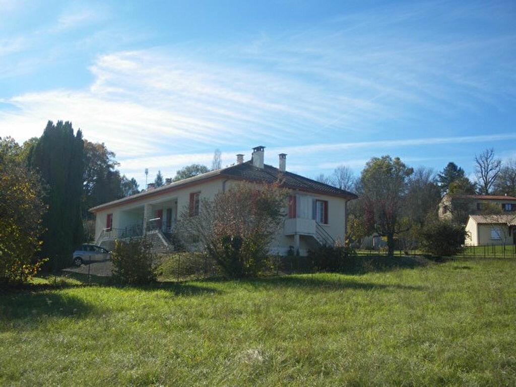 Maison à vendre 5 160m2 à Saint-Germain-du-Salembre vignette-1